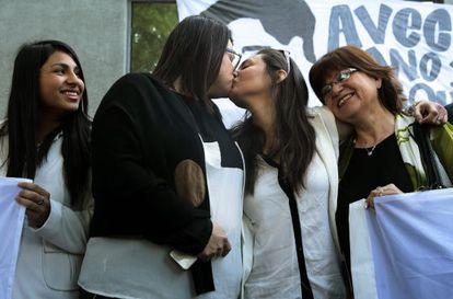 Dos mujeres contraen matrimonio, este jueves