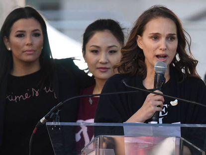 La actriz Natalie Portman (derecha), en la Marcha de las Mujeres el pasado sábado.