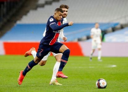 Kylian Mbappé en carrera durante el partido contra el Olympique de Marsella.
