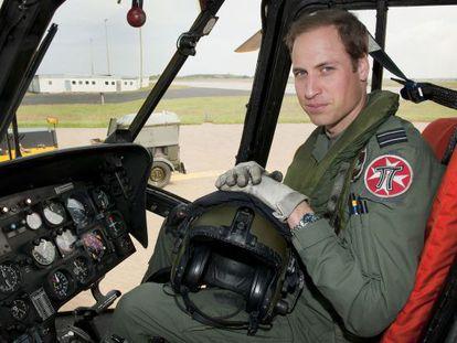 El príncipe Guillermo, como piloto de rescate de la Real Fuerza Armada británica.