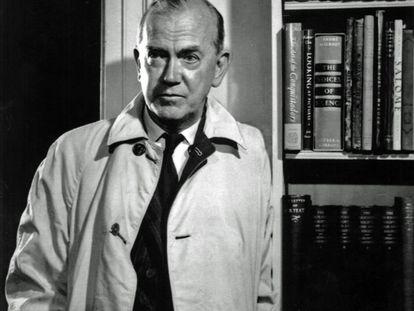 El escritor británico Graham Greene, fotografiado en mayo de 1964 por Karsh of Ottawa.