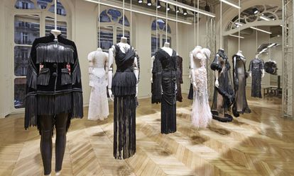 Diseños de Riccardo Tisci para la colección de alta costura primavera/verano 2017 de Givenchy presentadas en la última semana de la alta costura de París.