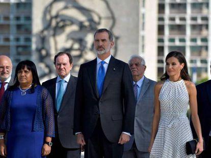 El rey Felipe VI y la reina Letizia en la plaza de la Revolución de La Habana.