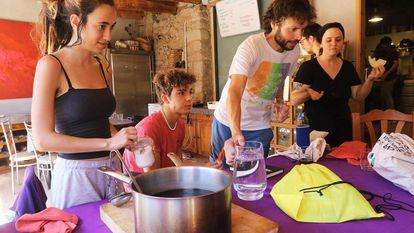 Miembros de Fridays For Future en un campamento de verano para preparar el nuevo curso.
