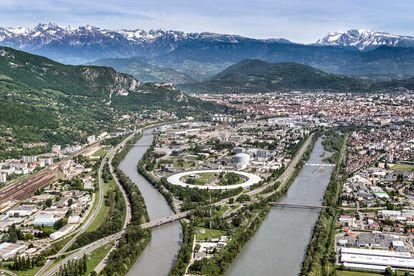 Sincrotrón de Grenoble (Francia), con su característica forma circular.