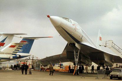 Un avión Tupolev 144 en el Salón de la Aviación de Bourget, Francia, en 1975.