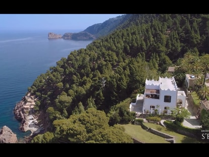 Michael Douglas vende su mansión del siglo XIX en Mallorca y él mismo te la enseña en un vídeo
