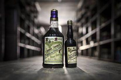 Botellas antiguas de la destilería.