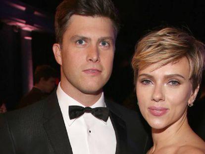 El cómico Colin Jost y la actriz Scarlett Johansson, en Nueva York.