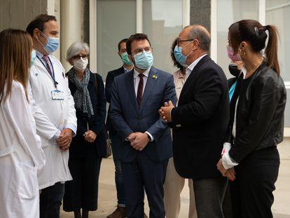 El 'president' Pere Aragonès (c), reunido con los responsables del equipo de psiquiatria infantil del Servicio de Salud Mental del Hospital Parc Taulí de Sabadell