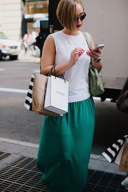 Una mujer, de compras por el barrio del Soho de Nueva York.