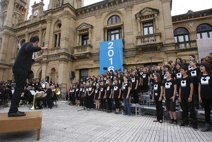 Uno de los actos en favor de la capitalidad cultural, en el Ayuntamiento donostiarra.
