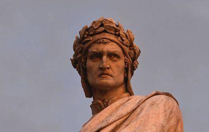 Estatua de Dante Alighieri en Florencia.