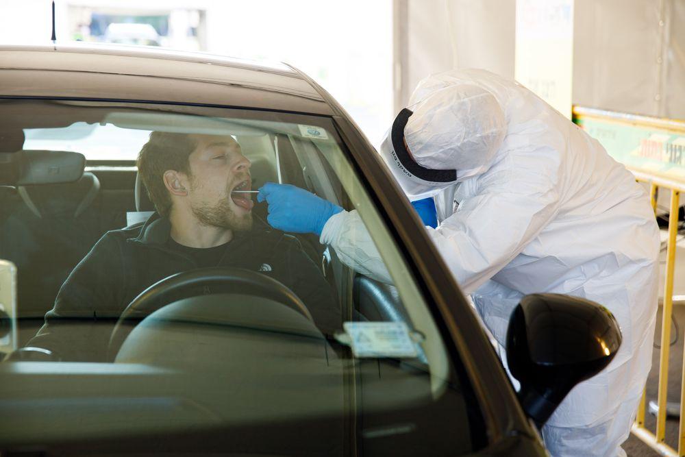 Los test rápidos llegarán primero a sanitarios y residencias de ancianos
