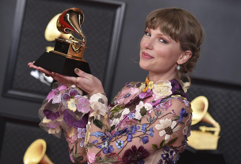 Taylor Swift ganadora del premio Grammy a mejor álbun del año