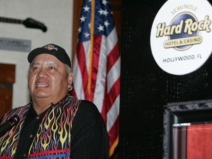 Max Osceola Jr. habla en 2007 en una conferencia en Hollywood (Florida).