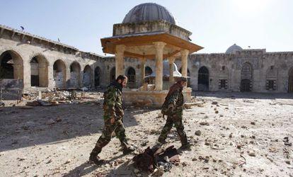 """<a href=""""http://elpais.com/elpais/2015/03/28/album/1427564561_705899.html#1427564561_705899_1427570160""""><b>FOTOGALERÍA:</b></a> La devastación del patrimonio sirio. Tras cuatro años de guerra, cinco ciudades patrimonio de la humanidad están muy dañadas."""