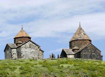 Monasterios, iglesias, catedrales, lugares de oración que se reparten por toda Armenia, uno de los primeros territorios cristianos del mundo.