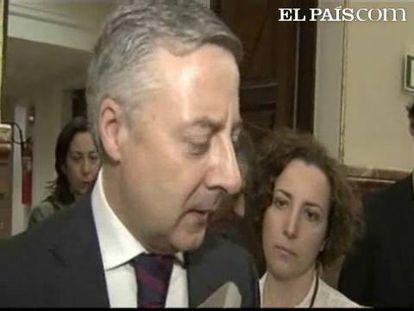 """El ministro de Fomento le """"recomiendo que pase de las palabras a los hechos"""""""