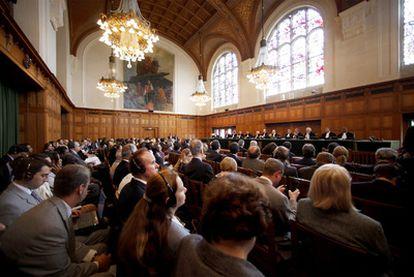 La sala de la Corte Internacional de Justicia, durante el fallo en que el tribunal de la ONU ha estimado que la declaración de independencia de Kosovo no violó el derecho internacional.