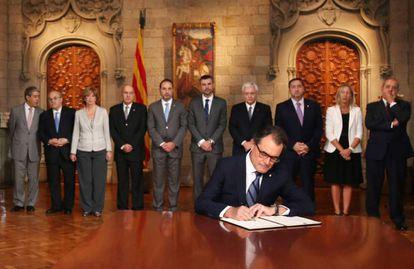 Artur Mas firma el decreto de convocatoria del 9-N el 27 de septiembre de 2014.