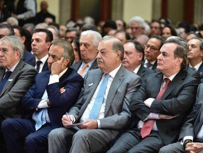 Carlos Slim y otros empresarios, durante un acto en 2019.