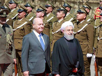 Rohaní, con su homólogo iraquí, Barham Salih, este lunes en Bagdad.