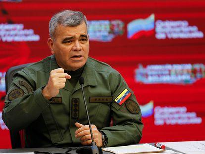 Vladimir Padrino, ministro de Defensa de Venezuela, durante una conferencia de prensa, este 5 de abril en Caracas.