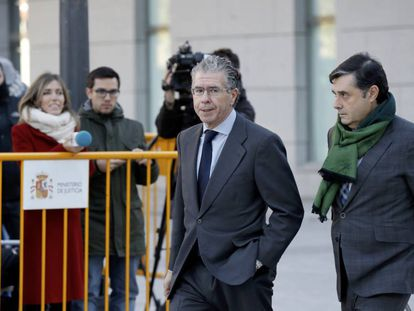 Francisco Granados y su abogado, Javier Vasallo, a su llegada a la Audiencia Nacional.