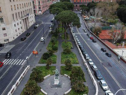 Vista de la calle Nazario Sauro en Nápoles, vacía por las medidas del gobierno italiano para el control del coronavirus COVID 19.