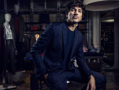 Andres Velencoso, fotografiado en una tienda de Cortefiel de Madrid el miércoles 17 de octubre / En vídeo: entrevista a Andrés Velencoso P.CASADO