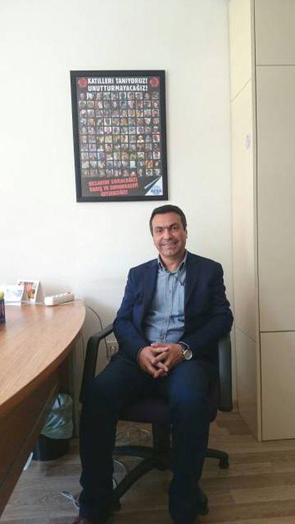 El cartógrafo Yimaz Yildirimci