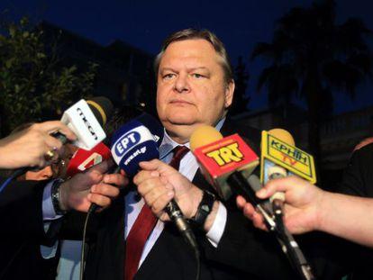 El líder socialista Evánguelos Venizelos, tras la reunión del tripartito sobre la ley antirracista, el lunes en Atenas.
