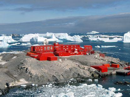 Vista de la base general Bernardo O'Higgins, de Chile, en la Antártida.