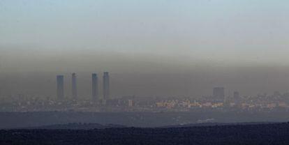 Nube de contaminación sobre Madrid.
