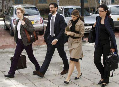Representantes de la troika en el Ministerio de Finanzas en Nicosia (Chipre).