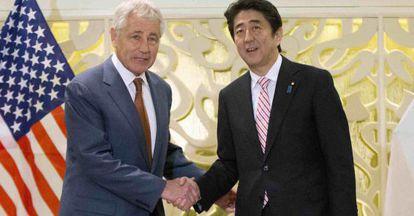 Hagel, secretario de defensa de EEUU, y el presidente japonés este viernes.