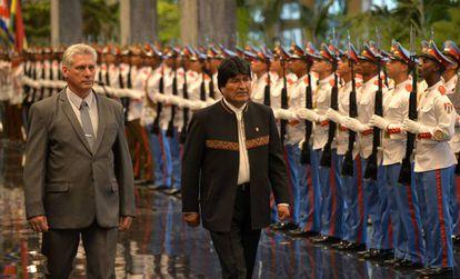 Evo Morales junto al presidente cubano, Miguel Díaz-Canel, el pasado 23 de abril.