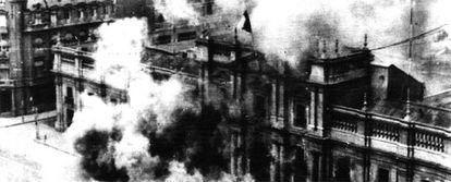 Bombardeo del Palacio de la Moneda, sede de la Presidencia de Gobierno, el 11 de septiembre de 1973.