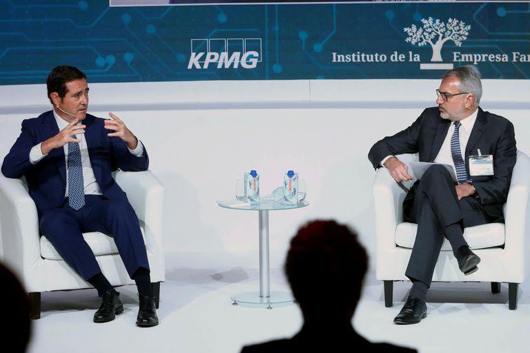 El presidente de la CEOE, Antonio Garamendi (izquierda), y su homólogo del Instituto de la Empresa Familiar, Marc Puig, el 26 de octubre en Madrid.