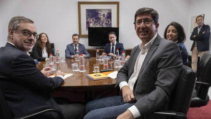 Reunión de delegaciones de PP y Ciudadanos para negociar el acuerdo andaluz.