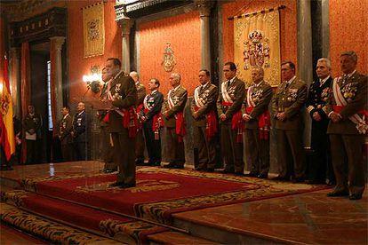 El teniente general Mena, durante su discurso de la Pascua Militar de 2006, cuando sugirió una intervención militar en Cataluña.