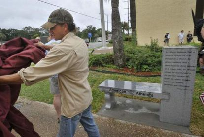 La asociación American Atheists inauguran su monumento en Florida.
