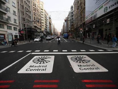 La entrada a Madrid Central desde la plaza de España, este martes.