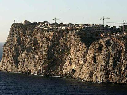 Construcción de viviendas en la urbanización Cala Llamp, de Andratx (Mallorca), en una imagen de diciembre de 2006.