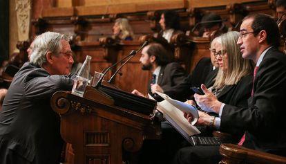 El exalcalde Trias charla con el exconcejal Vives.