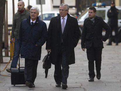 Garzón y su abogado, a la izquierda, llega al tribunal Supremo este jueves.