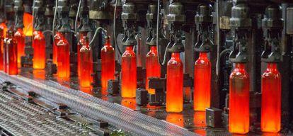 Proceso de producción de botellas en Vidrala.