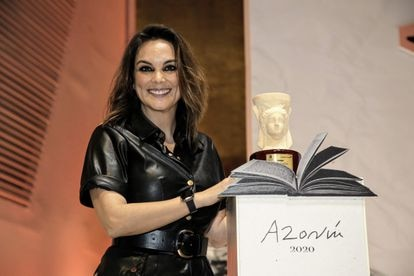 Mónica Carrillo Gana El Premio Azorín Con Una Novela Sobre Los Secretos De Familia Cultura El País