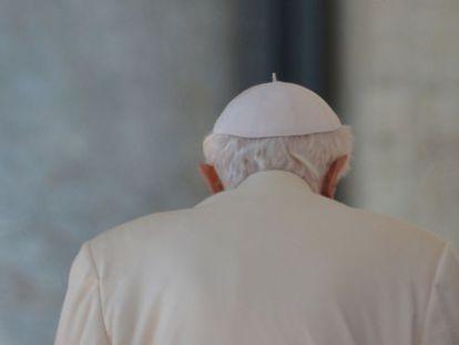 Benedicto XVI tras su última audiencia como Papa este martes.